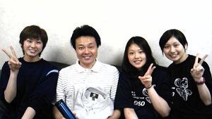 [左から]牛田選手・小嶋HC・大沼選手・茂木マネ
