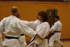 Martine en Kris in Bunkai van Gojushiho sho Stage VKF