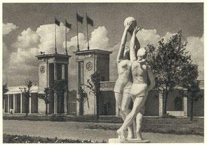 """Vilnius. Prie didžiausio respublikoje """"Spartako"""" stadiono įėjimo / Vilnius. Next to the entrance of the largest in the republic """"Spartak"""" stadium"""