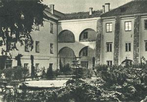 Stuokos-Gucevčiaus kiemas. Foto M. Fligelio Apie 1960m. / Stuoka-Gucevičius courtyard. Photo M. Fligelis. 1960