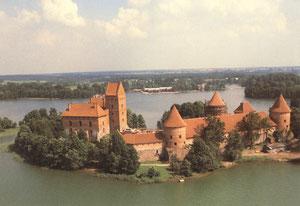 Trakų salos pilis. Nuotr. J. Polio. 1990m. / Trakai insular castle. Photo. J.Polis. 1990