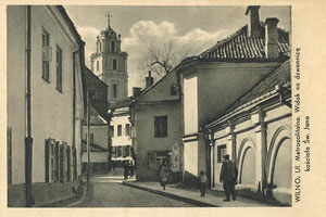 Vilnius. Metropolijos gatvė. Šv. Jono bažnyčios varpinės vaizdas / Metropolitan street. View of St. John's Church steeple