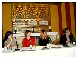 Martha Sophie Marcus, Stefanie Kasper, Constanze Wilken und Moderatorin Regine Weisbrod (v.l.n.r.)