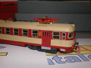 Il pantografo tipo 52 di Lineamodel montato su un super modello: la Ale 803 Danifer.