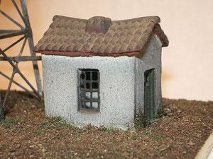 Il casottino costruito con balsa, rete per zanzariere e il tetto Mulino Bianco.
