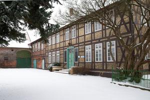 Schnee auf der Hofstelle