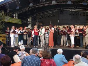 """Die Autorin des Liedes """"Silbernes Herz"""" bei dem Stadtchor                  Foto: E.Kunze / C.Sokoll     vergrößerbar"""