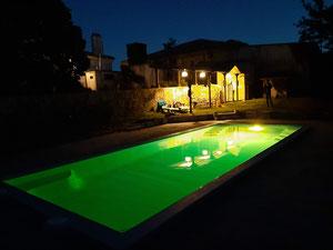 Une piscine pour se détendre après les dures journées de préparatifs de mariage au Château La Hitte en Nouvelle Aquitaine
