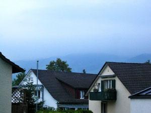 28.August.2013 - Der graue Alltag ist zurück - der Hausberg im Nebel erstickt, die Fahne eingezogen