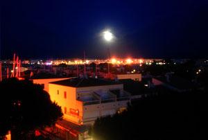 26. Juli 2012 - Wenn es Nacht wird im Hafen