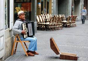10. Juni 2012 - Auch Strassenmusikanten werden müde