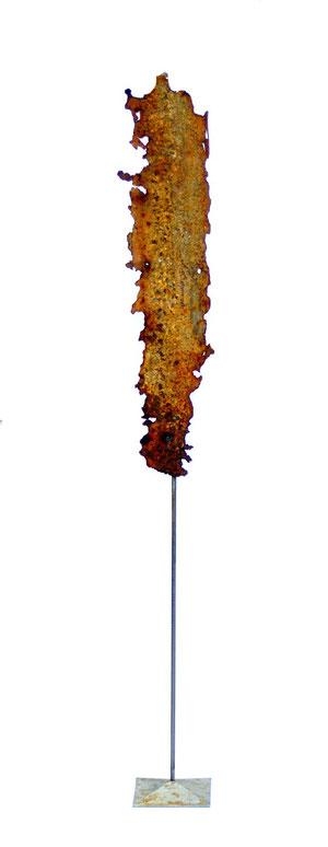 Acier oxydé soclé sur tige d'acier - Hauteur : 100cm - Largeur : 15cm - Collection de l'artiste