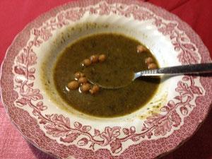 ドイツのランチ、1000円くらい。ほうれん草のスープで濃厚な味でした。