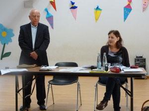 """Frau Gabriele Hannemann, die für den Verein """"Miteinander Leben"""" aus Mölln den Zeitzeugenbesuch und die Ausstellung organisiert hat."""