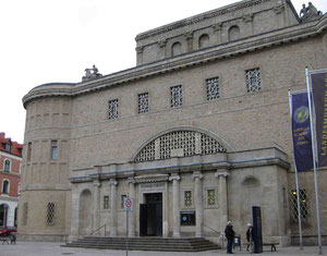 Landesmuseum für Vorgeschichte in Halle. Hier wird die Originalscheibe eindrucksvoll präsentiert. Ein Besuch lohnt sich !