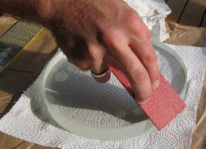 Den Glasrohling mit einer Diamantfeile anfasen
