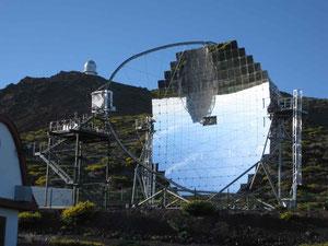 Eines der beiden MAGIC Teleskope