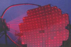 Eines der MAGIC Teleskope bei der Lasercolimation