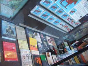 Ya se están vendiendo... Gracias a las librerías Zivals, Antígona, Santa Fe... Y a todos y todas!!