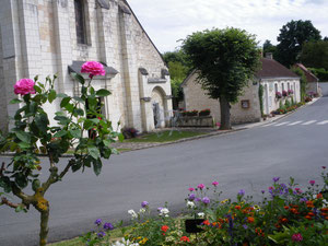L'église et la rue de la fontaine