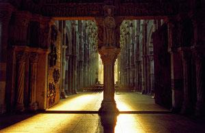 Chemin de lumière à Vézelay le matin de Pâques