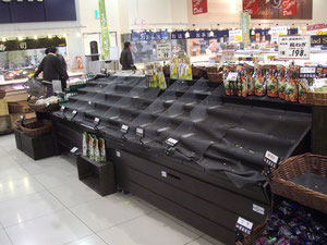 supermarket after big earthquake