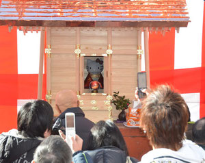100 people attended the opening ceremony Hello Kitty Shrine