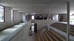 Neubau Kaufmännische Schule Bad Urach, Foyer mit Sitztreppe