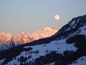 Wintermond über dem Nebelhorn