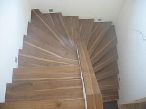 Stufen aus Nussholz