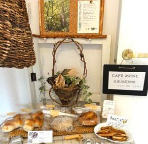 毎回好評のパン、100個以上のパンは今回も完売でした。