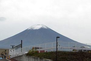 ガソリンスタンドからは富士山がクッキリ!