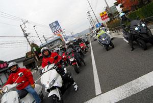 富士吉田市街に到着。でももう1箇所、記念撮影スポットが予定されているのでそこへ向かう