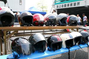 モモデザイン製ヘルメットなど、貸し出し用としてメーカーからの協力が得られたことで、試乗時に希望すればヘルメットのレンタルを受けることも出来た