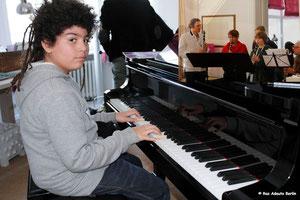 Leon ao Piano