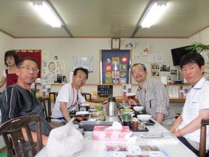 気仙沼の復興マルシェにある食事処「塩田」でハーモニカ煮定食を食べる