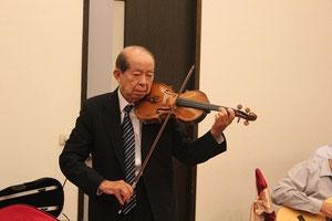 許文龍会長によるバイオリン演奏