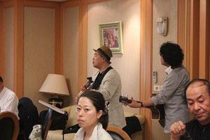 金子裕則と河村泉兵衛がお礼に「RYOMAからの手紙」を歌う