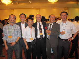 左より須賀氏、岸田専務理事、右城、末岡会長、稲垣氏、利藤氏