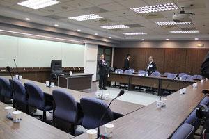 李登輝元総統との会談を行う部屋。李登輝先生が座る机の周りをコの字型に囲んで座る。