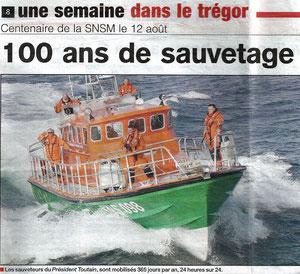 Lors de leur participation aux 100 ans de la SNSM de Ploumanac'h Les Couillons de Tomé ont reçu la médaille commémorative