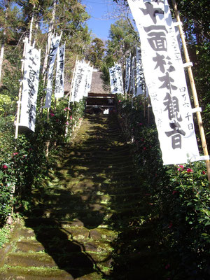 merci, Akiko pour tes superbes photos ! ça donne vraiment envie d'aller se promener à Kamakura et aller dire te dire bonjour là-bas
