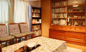 図書館兼サロンです。