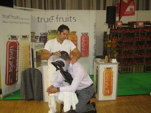 REWE Messe am Stand von true fruits, Mobile Massage, Düsseldorf, Köln, Bergisch Gladbach, Erfahrener Masseur,