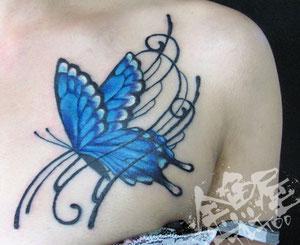チョウ 胸 オリジナル タトゥー トライバル