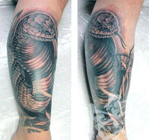 キングコブラヘビリアルタトゥーコブラ毒蛇TATTOOブラック&グレー