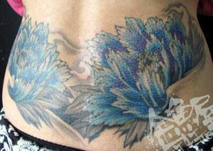 牡丹花腰タトゥー浜松左右対称青