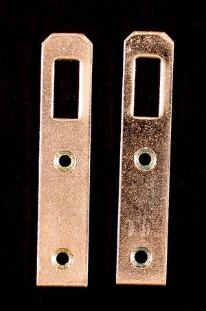 Aufhänger wird mit Senkkopf-Schrauben.