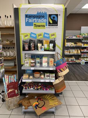 Regal mit Fairtrade-Produkten im Dorfladen Rödelsee