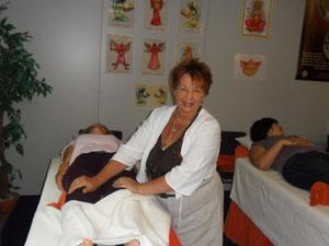 Anne Hübner bei einer Heilbehandlung